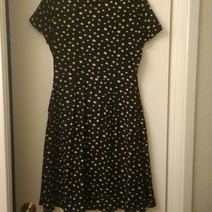 Wayf Dresses - Black button up dress size small and has pockets